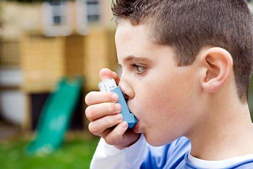 Prendre soin d'un enfant souffrant d'asthme sévère